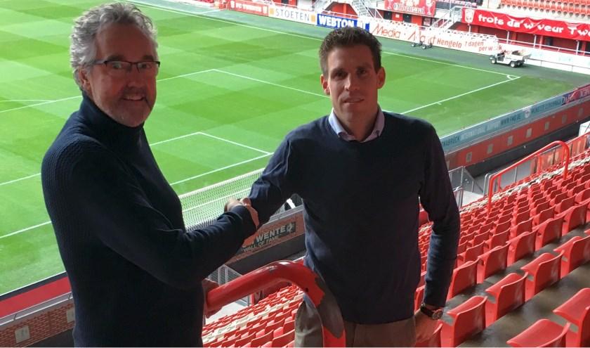 Eric Eekhout (links) wenst zijn opvolgerBas Schreurs veel succes.