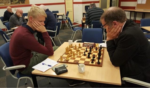 Martijn Bakker (links) trad aan tegen oom René Bakker en won.