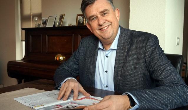 """Emile Roemer hier thuis in Sambeek, voelt zich ook thuis in Heerlen. Of ooit burgemeester worden van het Land van Cuijk een optie is? """"Och, wat zal ik zeggen. Je moet nooit iets uitsluiten. Hahaha."""" (foto: Tom Oosthout)"""