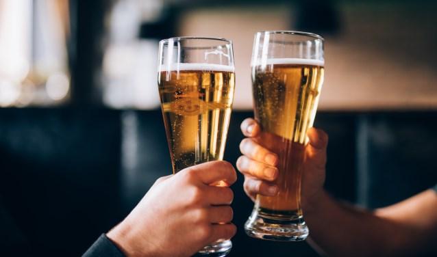 Volgende week donderdag, 13 december, is er een informatieavond Jeugd, vereniging en alcohol. De avond wordt gehouden door SV Loil. (foto: Dreamstime)