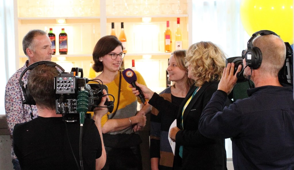 Vertegenwoordigers Like Immink en Rik Fisser tijdens de opnames. (foto: Nico Marcus) Foto: foto: Nico Marcus © Persgroep