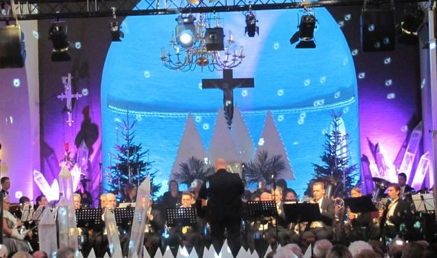 In winters- en kerstdecor is het programma zeer gevarieerd, met herkenbarekerstmuziek en -liederen.