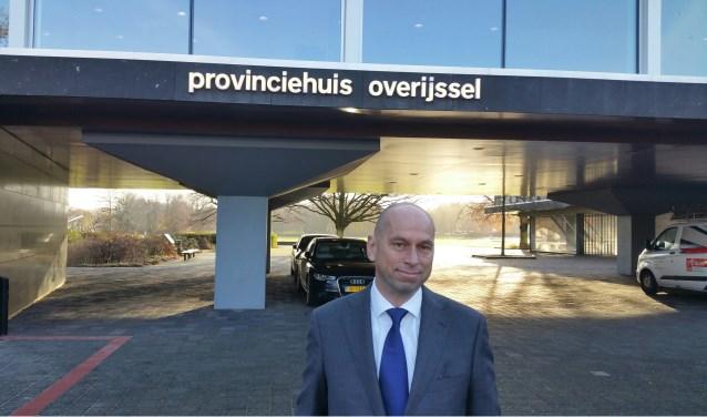 Arnold Hofmeijer van GS Metaal in Vriezenveen speelde voor een dagje gedeputeerde van de provincie.