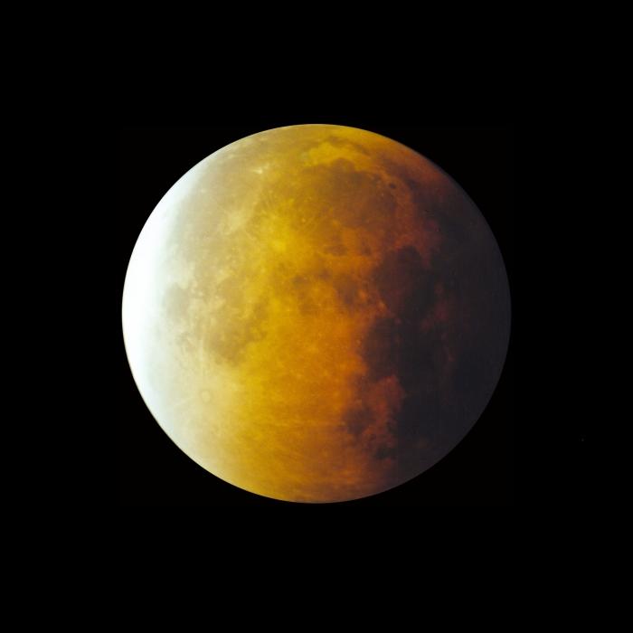 Maansverduistering Sterrenwacht Halley © Persgroep