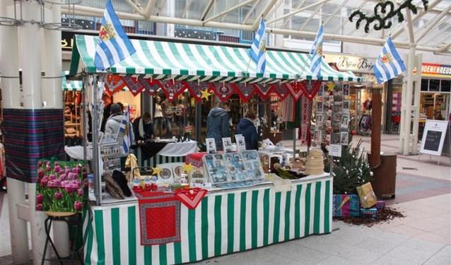 De Kerstmarkt in Vlissingen telt dit jaar zo'n vijftien kraampjes. FOTO: G. van Damme