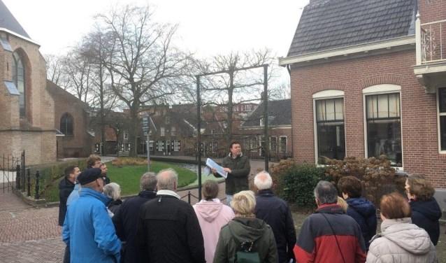 Ondanks slecht weer was er weer voldoende belangstelling voor de historische wandeling. (Foto: PR)