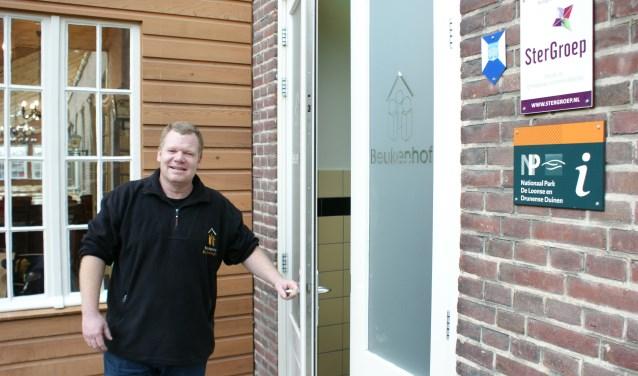 Marcel Verhoeven bij de entree van De Beukenhof.