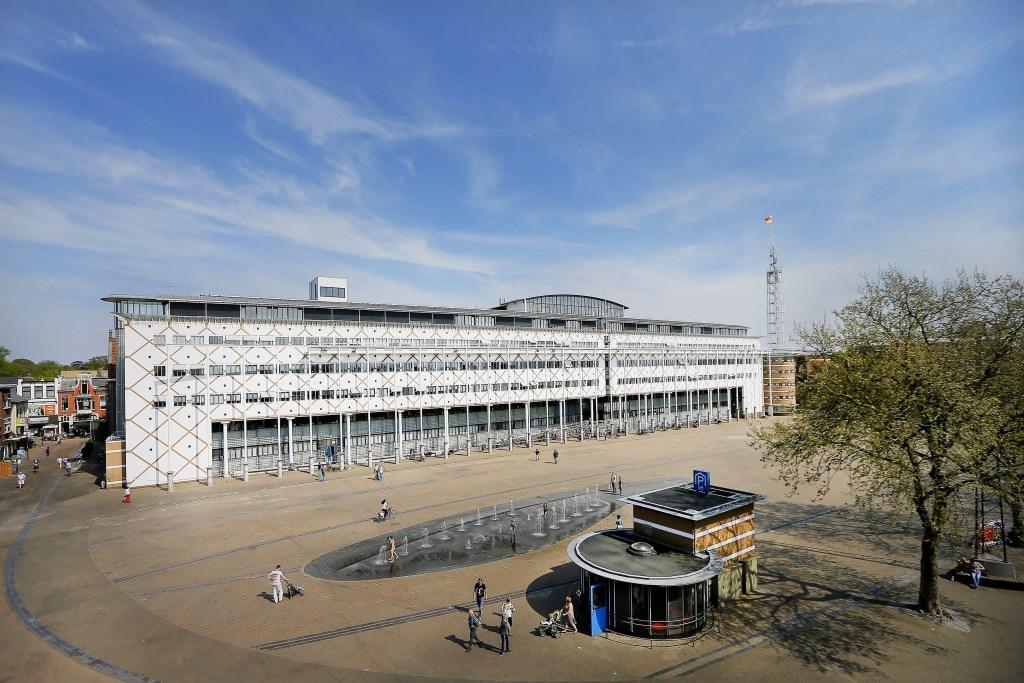 In 2020 gaat het plein op de schop; in 2021 kan elke Apeldoorner genieten van een nieuw Marktplein.  Fotografie Lous © Persgroep