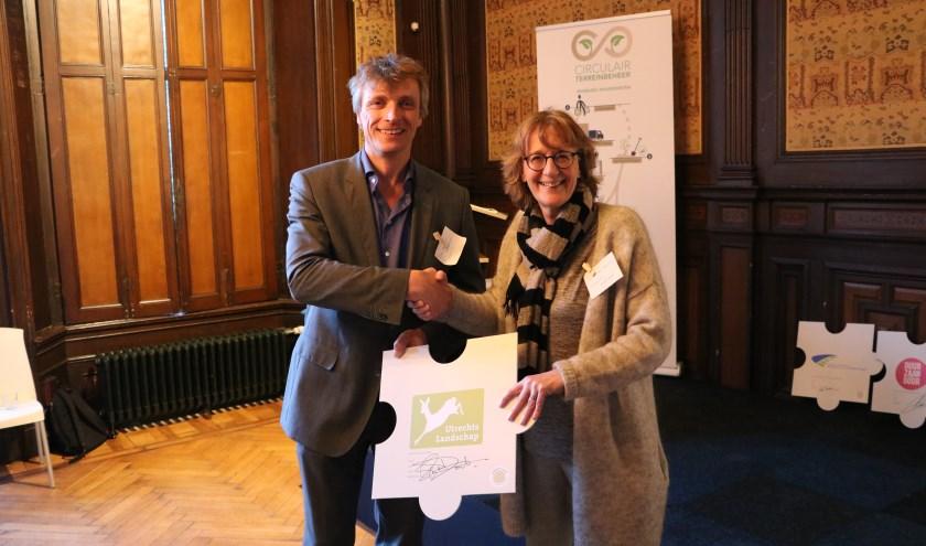 Directeur-rentmeester Saskia van Dockum ondertekende maandag 19 november een intentieverklaring waarmee de natuurbeschermingsorganisatie zich aansluit bij de Biomassa Alliantie.