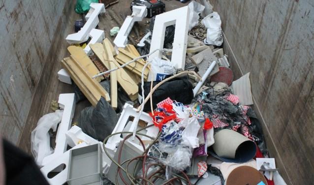 Restafvalinzameling in de milieustraat in Goes; het afval moet on de toekomst beter worden gescheiden. FOTO: LEON JANSSENS