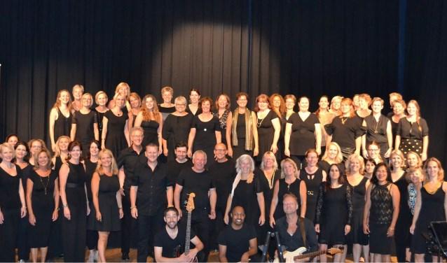Het showkoor bestaat precies twee jaar en telt 90 leden.