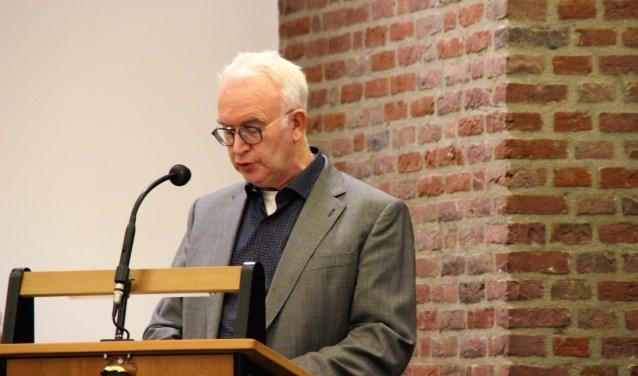 Arie Harteveld (CU) maakt gebruik van het vragenhalfuurtje in de raadsvergadering om vragen over mantelzorg te stellen. Foto Dick Baas