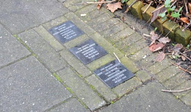 Een voorbeeld van struikelstenen, die de herinnering levend houden.