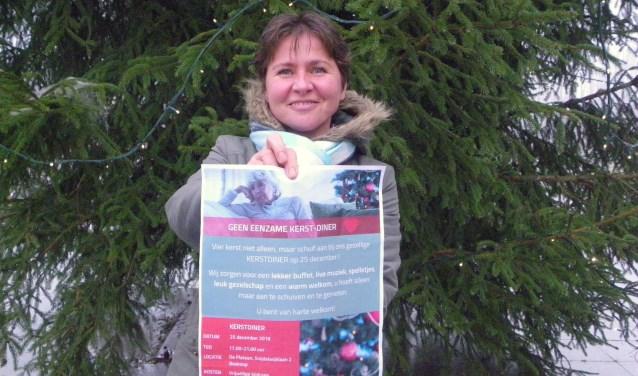 Ana de Jong organiseert op Eerste Kerstdag een groot kerstdiner voor mensen die graag met anderen kerst willen vieren.