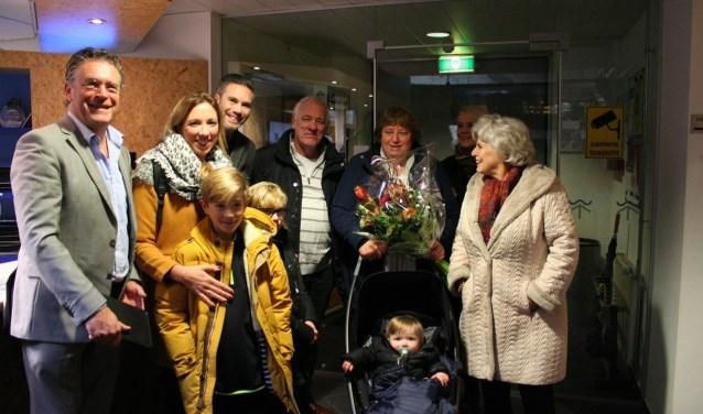 De honderdduizendste bezoeker was Petra Meijer uit Huizen met haar man Bert Schaap, kinderen Sem, Stijn en Boet Schaap en haar ouders.