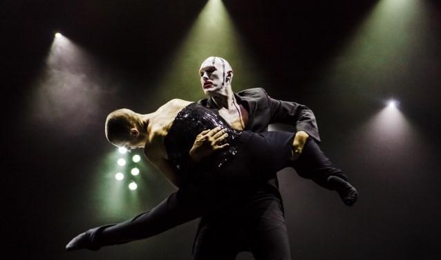 Dansers schakelen moeiteloos over van de ene stijl in de andere (Foto: Joris-Jan Bos).