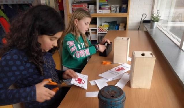 Leerlingen van  Jenaplanschool De Kring deden mee aan Foute Kersttruiendag.
