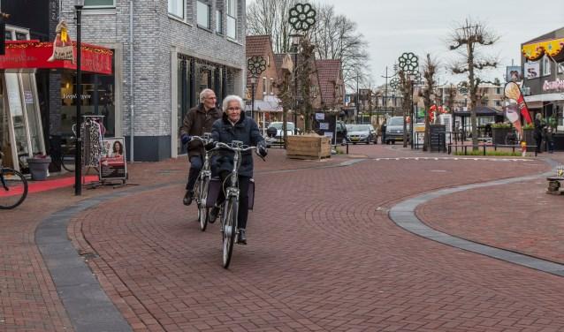 Auto's zijn minder dominant aanwezig in de Hogestraat in Druten. (Foto Berco Buter)