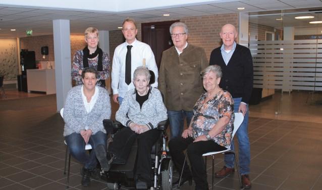 Het Jumelagecomité met achter v.l.n.r: Susan Driessen, Guus Daams, Wim Vilters en Mat Gijsberts. Voor: Ilonka Jansen, Ans Venhorst en Annie Bodde.
