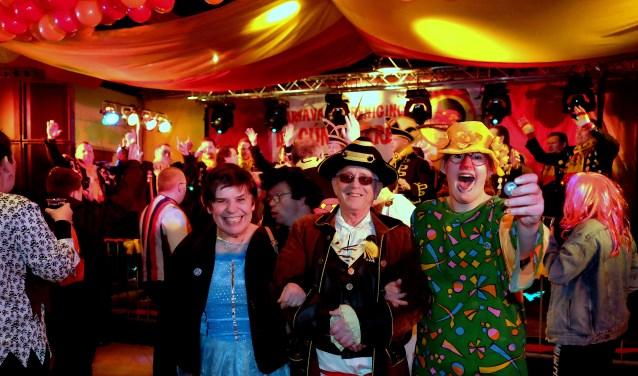 Op de foto Janneke, Wil en Annette die genoten van het feest. (Foto's: Max Timons)