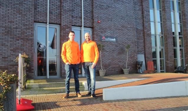 Lars van der Werf en Edwin Groenendal voor de Javatoren waar op 24 maart het Fit for Almeloopers evenement plaats vindt