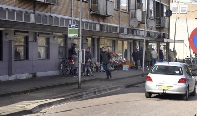 Omgeving De Rijkestraat in Gouda Oost is één van de hotspots binnen het veiligheidsbeleid, die veel tijd opeist van de stadsmarinier. Maar ook in Gouda Noord en West is behoefte aan een stadsmarinier Foto: Marianka Peters