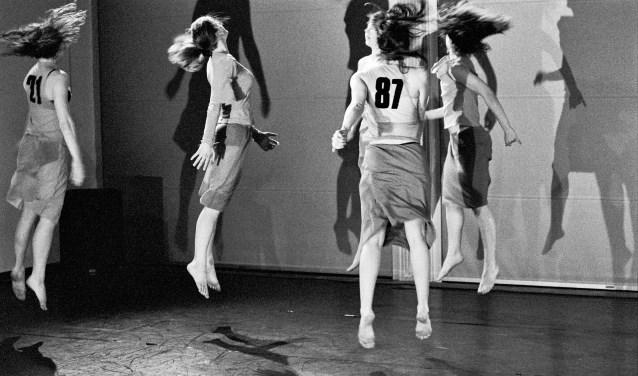 Het Vlaams-Nederlands gezelschap WArd/waRD van choreografe Ann Van den Broek brengt 23 februari in Chassé 'FF+Rew 60:00 Revisited'.