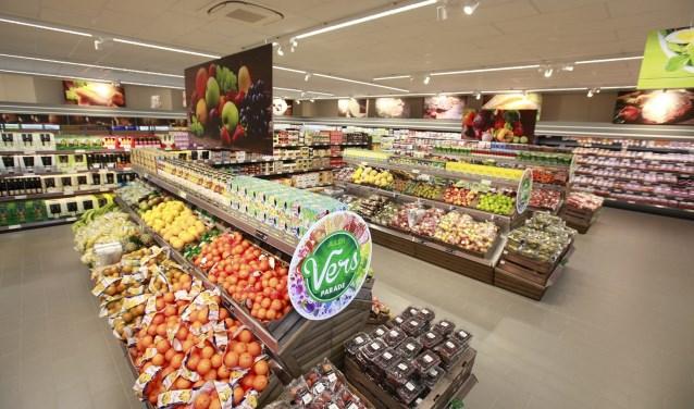 Het assortiment van de nieuwe Aldi is verrassend en vernieuwend. In de winkel ligt de nadruk op veel verse producten zoals vlees, vis, groente en fruit.