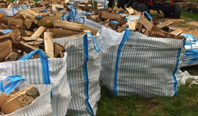 Het gekloofde hout wordt te koop aangeboden in handige bigbags. (foto: PR)