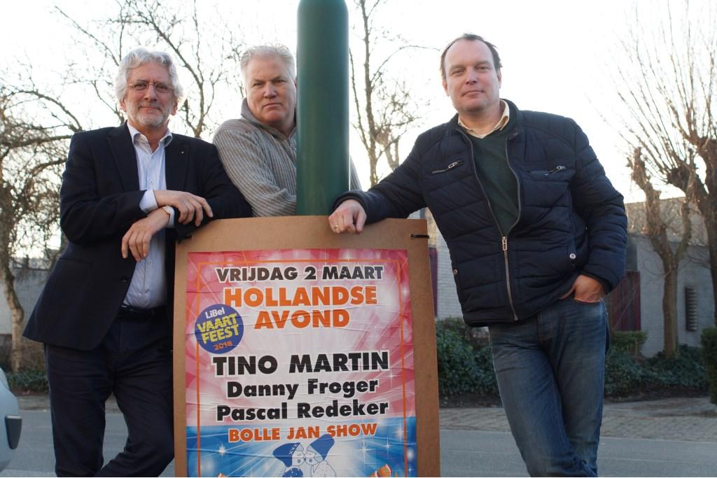 Frans van Petegem, René den Daas en Eric Jan Hagoort zijn druk met de organisatie van het feest dat Linschotens Belang organiseert in Sporthal de Vaart.  Foto: Winny van Rij © Persgroep