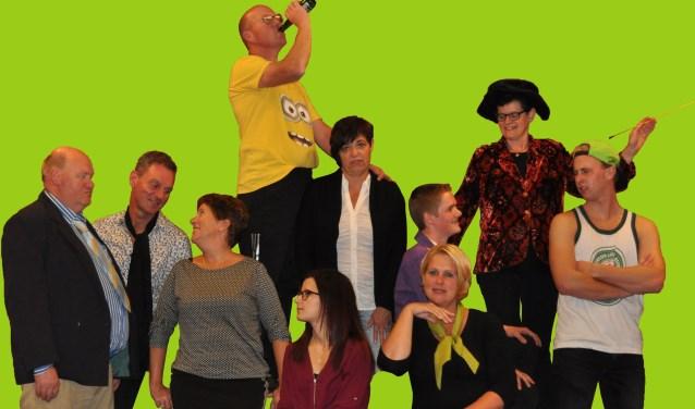 Toneelvereniging Zoeklicht uit Elshout speelt op 9, 10 en 17 maart de voorstelling 'Wie van de drie' in 't Rad in Elshout. De familie  Bruinsma is terug, en hoe!