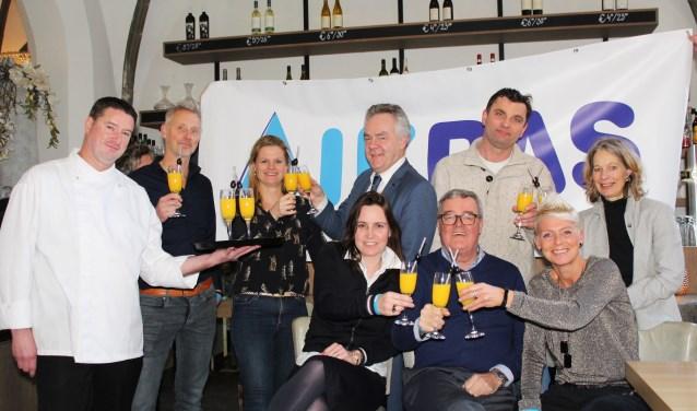 Onder de ambassadeurs zijn ook ondernemer Sjon Sluys, buurtsportcoach Christian Jansen van Jorksveld, VVIJ-voorzitter Mariëlle Slenders en GGD-professional Marja van Rooijen. (Foto: Lysette Verwegen)