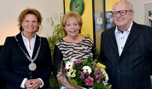 Burgemeester Van Hartskamp bezoekt het gouden bruidspaar Van Ruth (Foto: Paul van den Dungen)