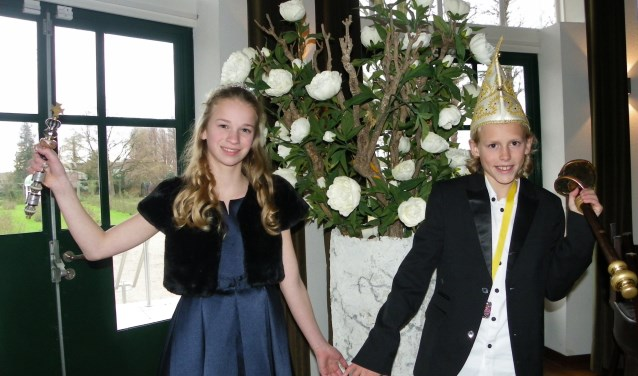 Mees Lourier en Tara Janssen zijn de jeugdprins en jeugdhofdame bij carnavalsvereniging de Krooshappers. De twee staan zaterdag op de Prinsenkar tijdens de grote optocht. Foto's: Morvenna Goudkade