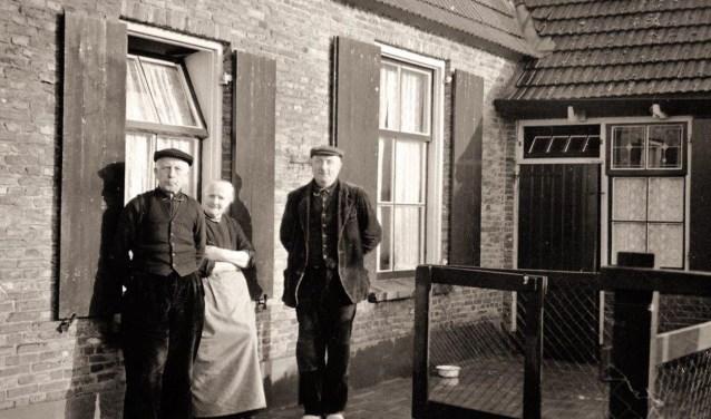 Links ouderling G.J. van der Stouw.