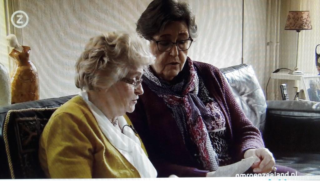 Bep de Kamper (l) en Ineke van der Welle anno 2018: nog altijd vriendinnen. (Still: Omroep Zeeland)  © Persgroep