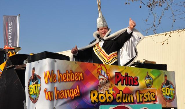 Prins Rob d'n Irste mag trots zijn op het carnavalsfeest in zijn laand: er zijn meer deelnemers dan ooit aan de jeugdoptocht en de grote optocht.