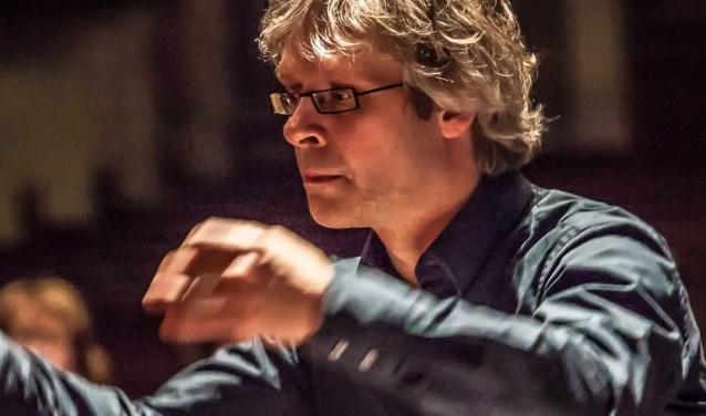 Bernhard Touwen, de dirigent van het Wijks Vocaal. FOTO: Jan Harryvan