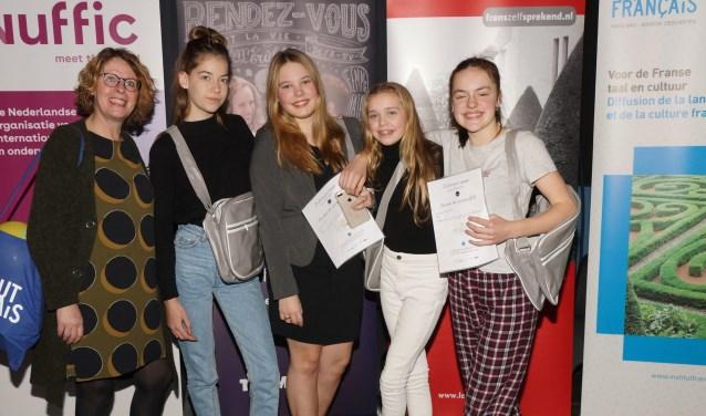 De jury waardeerde het acteertalent van Noël van der Sluis, Julia Angenent, Dunja Koiter en Liselotte Faro. Links docente Helmi van Baars.