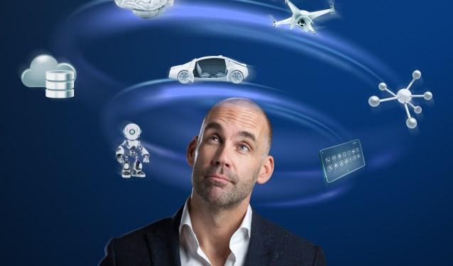 Trendwatcher en futurist  Richard van Hooijdonk geeft donderdagavond 1 maart in Nieuwe Nobelaer in Etten-Leur in zijn voorstelling 'Welcome to the future' 'n kijkje in de toekomst. FOTO: STUDIO OOSTRUM