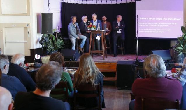 De lijsttrekkers van BBL, LPF, SP en VVD met gespreksleider journalist Hans Horsten. (Foto: Bert Jansen)