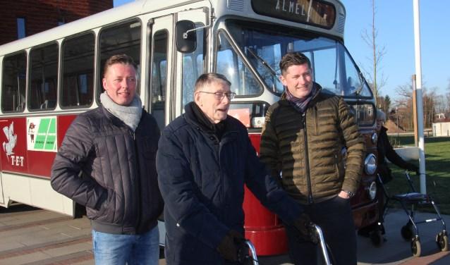 Samen met zijn twee zoons maakte de heer Jimmink een rit met de TET38, de bus die hij in het verleden zo veel bestuurd heeft
