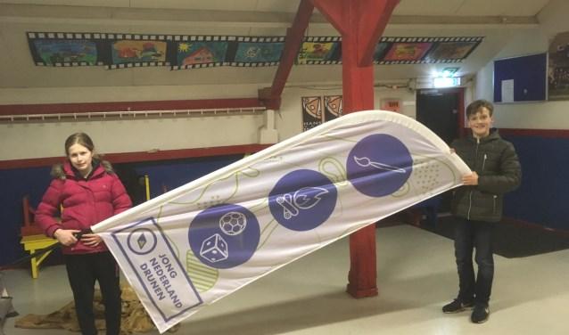 Jong Nederland Drunen is trots op de nieuwe beachflags. Foto: Tonny Rekkers