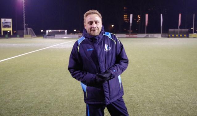 Arco van Elst is nu ruim anderhalf seizoen de hoofdtrainer van v. v. Veenendaal. (Foto: Co Keulstra)