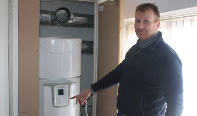 Bert de Weerdt heeft zijn woning binnen een half jaar gasloos gemaakt onder andere dankzij de warmtepompboiler waardoor het gezin probleemloos kan dochen.