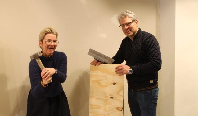 Loes en Willem Pancras-Oxener beginnen aan de verbouwing van hun schoenenzaak.
