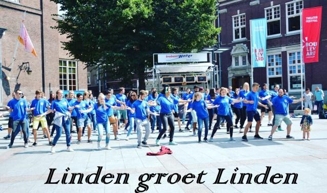 Jongeren verbroederen onder meer met dans. (foto: Marleen Zwakhoven).