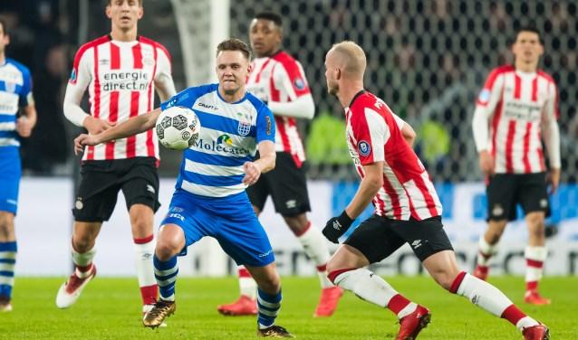 """Wouter Marinus in actie tegen PSV. """"Die blessures waren natuurlijk heel vervelend. Het is dan heel lastig om jezelf weer in de ploeg te spelen.""""(foto: Henry Dijkman)"""