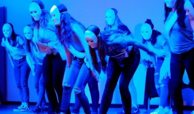 De studenten voerden in Gorinchem en in Dordrecht dansshows op. Foto: Liane Sterrenburg