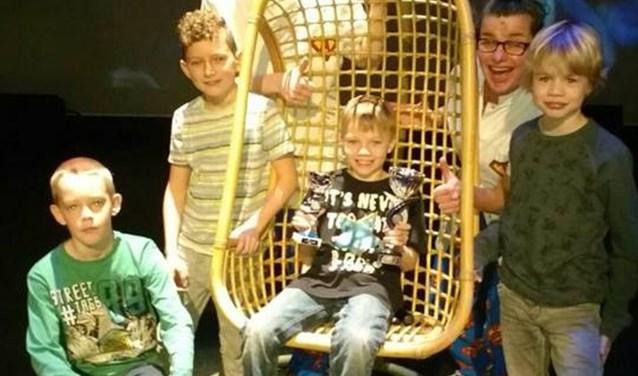 Troy Withaar van de Jan Barbierschool mag zich winnaar van de gedichtenwedstrijd voor de groepen vijf en zes van de basisscholen.